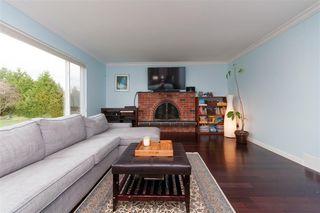 Photo 2: 22774 REID Avenue in Maple Ridge: East Central House for sale : MLS®# R2253460