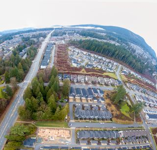 Photo 3: Roxton Row Burke Mountain Row Homes Coquitlam