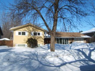 Photo 1: 51 ESSAR Avenue in WINNIPEG: East Kildonan Residential for sale (North East Winnipeg)  : MLS®# 1104069