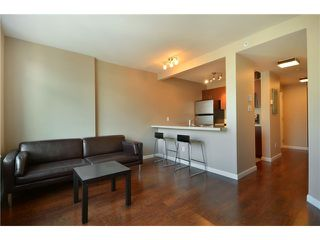 "Photo 2: 2001 438 SEYMOUR Street in Vancouver: Downtown VW Condo for sale in ""CONFERENCE PLAZA"" (Vancouver West)  : MLS®# V916665"