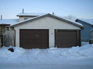 Photo 7: 11 Dzyndra Cres: Residential for sale (Missions Gardens)  : MLS®# 2700558