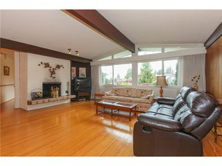"Photo 2: 6882 YEOVIL Place in Burnaby: Montecito House for sale in ""Montecito"" (Burnaby North)  : MLS®# V1119163"