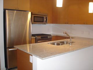 Photo 4: 1501 400 CAPILANO Road in Port Moody: Port Moody Centre Condo for sale : MLS®# R2043621
