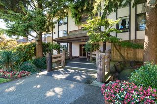 "Photo 1: 103 330 CEDAR Street in New Westminster: Sapperton Condo for sale in ""Crestwood Cedars"" : MLS®# R2101856"