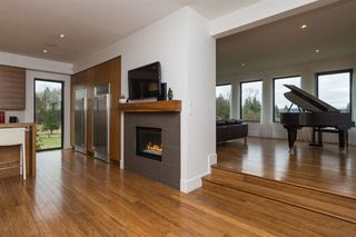 Photo 10: 18466 MCMILLAN ROAD in South Surrey White Rock: Home for sale : MLS®# R2145285