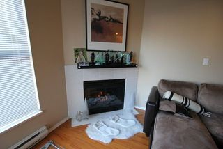 "Photo 8: 404 509 CARNARVON Street in New Westminster: Downtown NW Condo for sale in ""HILLSIDE PLACE"" : MLS®# R2226244"