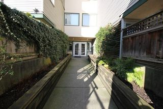 "Photo 3: 404 509 CARNARVON Street in New Westminster: Downtown NW Condo for sale in ""HILLSIDE PLACE"" : MLS®# R2226244"