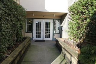 "Photo 4: 404 509 CARNARVON Street in New Westminster: Downtown NW Condo for sale in ""HILLSIDE PLACE"" : MLS®# R2226244"