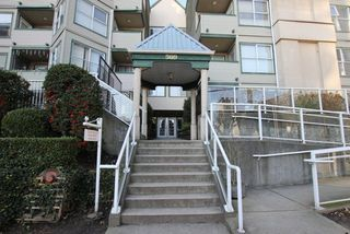 "Photo 2: 404 509 CARNARVON Street in New Westminster: Downtown NW Condo for sale in ""HILLSIDE PLACE"" : MLS®# R2226244"