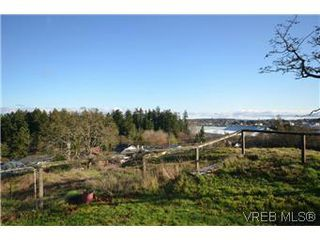 Photo 1: 522 Davida Avenue in VICTORIA: SW Gorge Residential for sale (Saanich West)  : MLS®# 302063