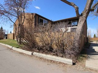 Main Photo: 427 Willow Court in Edmonton: Zone 20 Townhouse for sale : MLS®# E4107911
