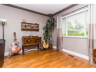 "Photo 5: 14394 GLADSTONE Drive in Surrey: Bolivar Heights House for sale in ""Invergarry Park"" (North Surrey)  : MLS®# R2271786"