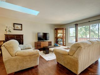 Photo 3: 3185 Monnington Pl in VICTORIA: La Glen Lake Half Duplex for sale (Langford)  : MLS®# 793814