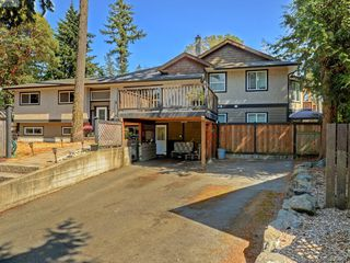 Photo 2: 3185 Monnington Pl in VICTORIA: La Glen Lake Half Duplex for sale (Langford)  : MLS®# 793814
