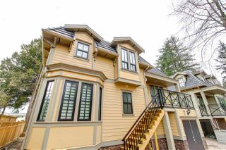 Photo 1: 101 658 HARRISON Avenue in Coquitlam: Coquitlam West Townhouse for sale : MLS®# R2354312