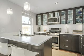 "Photo 2: 304 121 W 16TH Street in North Vancouver: Central Lonsdale Condo for sale in ""SILVA"" : MLS®# R2354700"