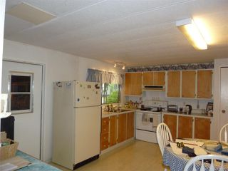 "Photo 4:  in Gibsons: Gibsons & Area Manufactured Home for sale in ""POPLARS MOBILE HOME PARK"" (Sunshine Coast)  : MLS®# R2386625"