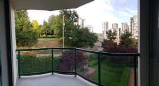 "Photo 1: 302 121 TENTH Street in New Westminster: Uptown NW Condo for sale in ""VISTA ROYALE"" : MLS®# R2387306"