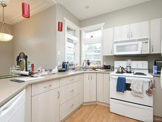 Photo 2: 2 3149 Jackson Street in VICTORIA: Vi Mayfair Half Duplex for sale (Victoria)  : MLS®# 413611