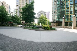 Photo 3: 1001 1331 ALBERNI Street in Vancouver West: Home for sale : MLS®# V1067056