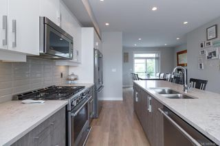Photo 11: 939 Pharoah Mews in Langford: La Florence Lake Row/Townhouse for sale : MLS®# 843436