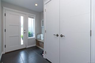Photo 3: 939 Pharoah Mews in Langford: La Florence Lake Row/Townhouse for sale : MLS®# 843436