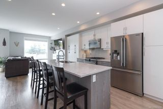Photo 10: 939 Pharoah Mews in Langford: La Florence Lake Row/Townhouse for sale : MLS®# 843436
