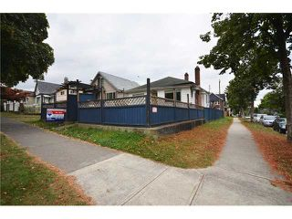 "Photo 8: 2004 E 8TH Avenue in Vancouver: Grandview VE House for sale in ""COMMERCIAL DRIVE"" (Vancouver East)  : MLS®# V910126"