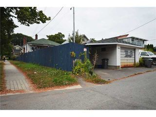 "Photo 9: 2004 E 8TH Avenue in Vancouver: Grandview VE House for sale in ""COMMERCIAL DRIVE"" (Vancouver East)  : MLS®# V910126"