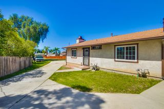 Photo 3: LEMON GROVE House for sale : 2 bedrooms : 8351 Golden Ave