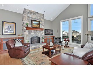 Photo 2: 18 DISCOVERY VISTA Point(e) SW in Calgary: Discovery Ridge House for sale : MLS®# C4018901
