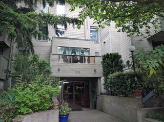 "Photo 1: 103 225 MOWAT Street in New Westminster: Uptown NW Condo for sale in ""THE WINDSOR"" : MLS®# R2070108"