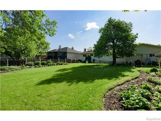 Photo 3: 680 Community Row in Winnipeg: Charleswood Residential for sale (South Winnipeg)  : MLS®# 1614494