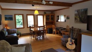 Photo 2: 1317 EAGLECLIFF Road: Bowen Island House for sale : MLS®# R2093088