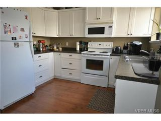 Photo 3: 110 842 Brock Ave in VICTORIA: La Langford Proper Row/Townhouse for sale (Langford)  : MLS®# 739527