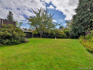 Photo 20: 1863 Penshurst Road in VICTORIA: SE Gordon Head Single Family Detached for sale (Saanich East)  : MLS®# 370454