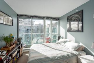 """Photo 10: 2207 233 ROBSON Street in Vancouver: Downtown VW Condo for sale in """"TV TOWER 2"""" (Vancouver West)  : MLS®# R2139702"""