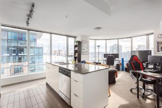 """Photo 2: 2207 233 ROBSON Street in Vancouver: Downtown VW Condo for sale in """"TV TOWER 2"""" (Vancouver West)  : MLS®# R2139702"""