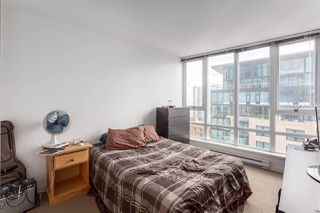 """Photo 7: 2207 233 ROBSON Street in Vancouver: Downtown VW Condo for sale in """"TV TOWER 2"""" (Vancouver West)  : MLS®# R2139702"""