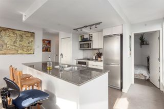 """Photo 3: 2207 233 ROBSON Street in Vancouver: Downtown VW Condo for sale in """"TV TOWER 2"""" (Vancouver West)  : MLS®# R2139702"""