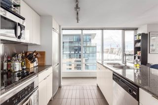 """Photo 4: 2207 233 ROBSON Street in Vancouver: Downtown VW Condo for sale in """"TV TOWER 2"""" (Vancouver West)  : MLS®# R2139702"""