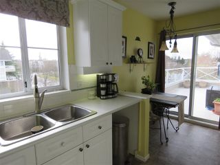 Photo 5: 302 5568 201A Street in Langley: Langley City Condo for sale : MLS®# R2140790