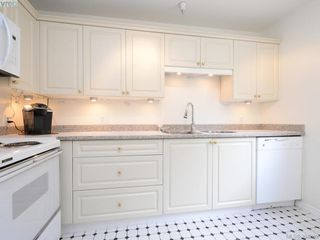 Photo 7: 105 1371 Hillside Avenue in VICTORIA: Vi Oaklands Condo Apartment for sale (Victoria)  : MLS®# 394269