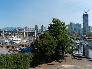 "Photo 20: 1594 ISLAND PARK Walk in Vancouver: False Creek Townhouse for sale in ""THE LAGOONS"" (Vancouver West)  : MLS®# R2297532"