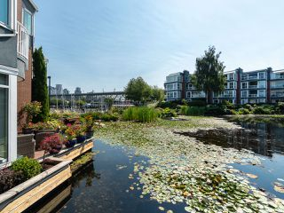 "Photo 1: 1594 ISLAND PARK Walk in Vancouver: False Creek Townhouse for sale in ""THE LAGOONS"" (Vancouver West)  : MLS®# R2297532"