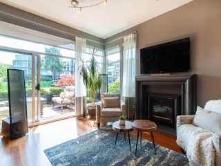 "Photo 2: 1594 ISLAND PARK Walk in Vancouver: False Creek Townhouse for sale in ""THE LAGOONS"" (Vancouver West)  : MLS®# R2297532"