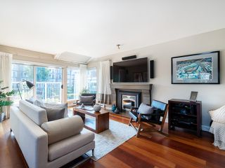 "Photo 8: 1594 ISLAND PARK Walk in Vancouver: False Creek Townhouse for sale in ""THE LAGOONS"" (Vancouver West)  : MLS®# R2297532"