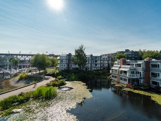 "Photo 26: 1594 ISLAND PARK Walk in Vancouver: False Creek Townhouse for sale in ""THE LAGOONS"" (Vancouver West)  : MLS®# R2297532"