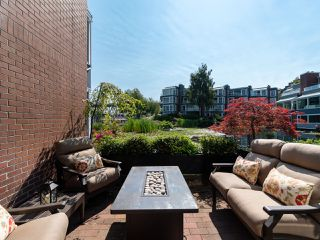 "Photo 3: 1594 ISLAND PARK Walk in Vancouver: False Creek Townhouse for sale in ""THE LAGOONS"" (Vancouver West)  : MLS®# R2297532"