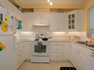 "Photo 4: 211 360 E 36TH Avenue in Vancouver: Main Condo for sale in ""MAGNOLIA GATE"" (Vancouver East)  : MLS®# R2338293"
